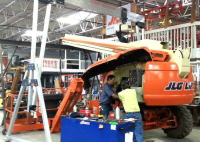 6600R eme aluminum Gantry Crane used in shop to repair and maintain other equipment